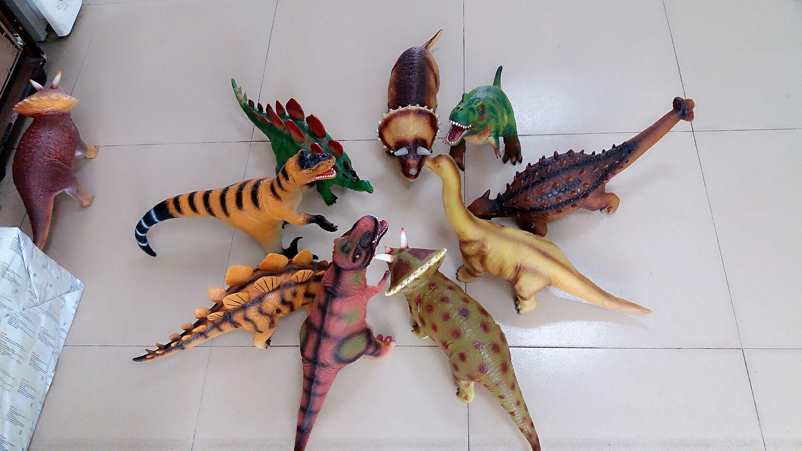 充棉恐龙模型大合照