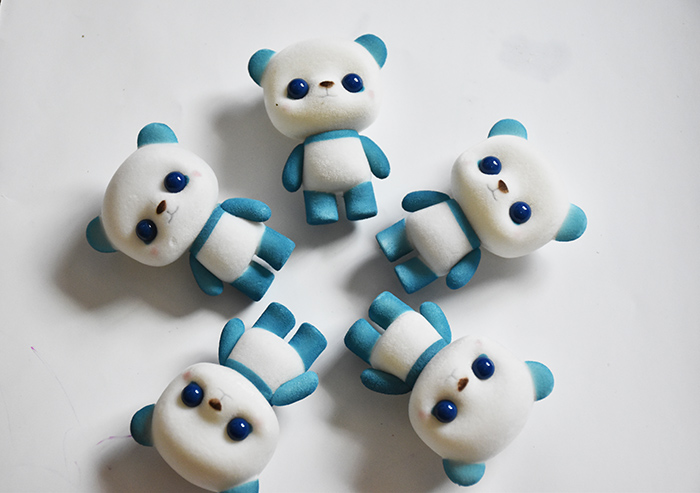 塑胶植绒蓝萌熊