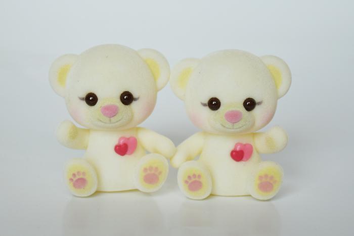 白色脚印爱心熊